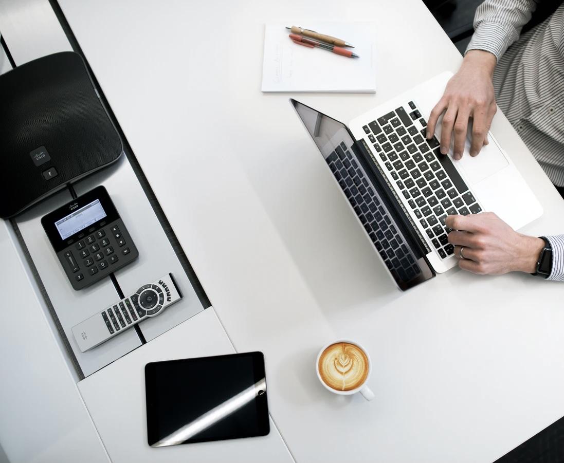 Dator med skrivbord